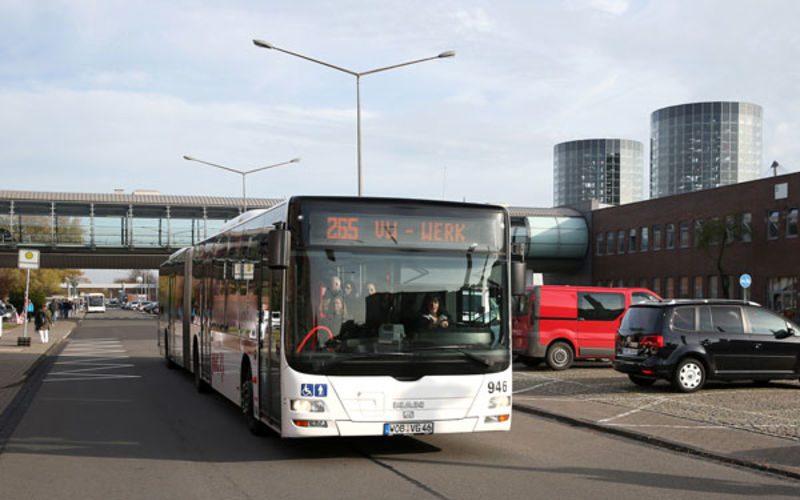 Im öffentlichen Nahverkehr besteht aufgrund des aktuellen Infektionsgeschehens in Wolfsburg die Pflicht FFP2-Masken zu tragen.