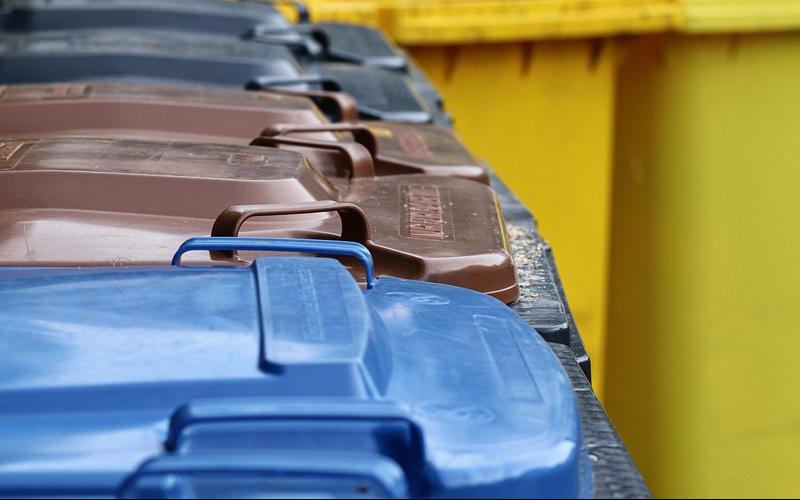 Bedingt durch den arbeitsfreien Tag am Pfingstmontag, 24. Mai verschiebt sich die Leerung der grauen, grünen und blauen Abfallbehälter.